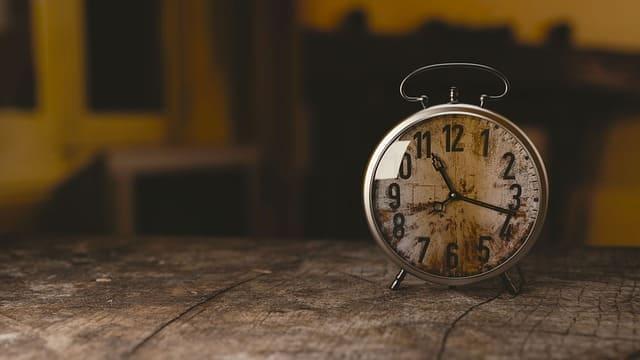 〔日中眠くならない対策〕寝る時間を決めましょう。